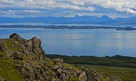 Costa costa de la península de Trotternish Foto de archivo libre de regalías