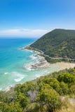 Costa costa de una playa rocosa a lo largo del gran camino del océano, Victoria Foto de archivo libre de regalías