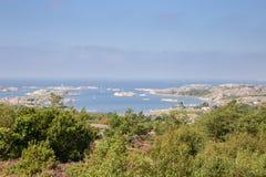 Costa costa del archipiélago de Styrsö cerca de Goteburgo imagen de archivo libre de regalías