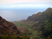 Costa costa del Na Pali del puesto de observación de Kalalau, Kauai, HI Imagenes de archivo
