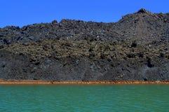 Costa costa del volcán de Nea Kameni, Grecia Foto de archivo libre de regalías