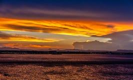 Costa costa dramática de la puesta del sol Foto de archivo libre de regalías