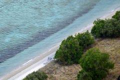 Costa costa El límite entre el mar de la tierra Foto de archivo libre de regalías
