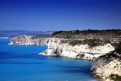 Costa costa en Kourion, Chipre Foto de archivo libre de regalías
