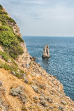 Costa costa escénica en el Mar Negro cerca de Yalta, Crimea Foto de archivo