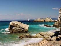 Costa costa - isla de Paxos - Grecia Imágenes de archivo libres de regalías