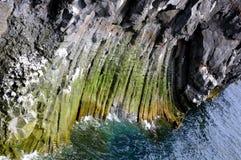 Costa costa islandesa, pilares del basalto fotografía de archivo libre de regalías