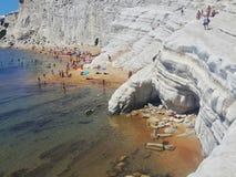 Costa costa italiana en Sicilia en el turchi del dei del scala Imagen de archivo