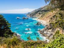 Costa costa pacífica a lo largo de la carretera 1, Big Sur Fotos de archivo libres de regalías