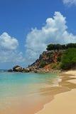Costa costa rocosa de la isla de Tintamarre, francés San Martín Fotografía de archivo