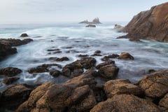 Costa costa rocosa - roca del sello, Laguna Beach, CA fotos de archivo libres de regalías