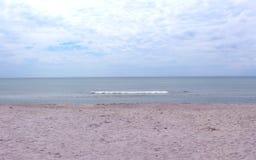 Costa costa y cielo del horizonte de mar Fotografía de archivo libre de regalías