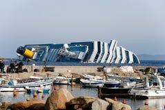 Costa d'affondamento Concordia della nave da crociera. Fotografia Stock Libera da Diritti