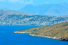 Costa da cidade de Sarande, Albânia Foto de Stock
