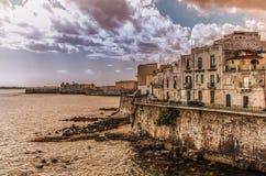 Costa da cidade siciliano de Siracusa imagens de stock royalty free