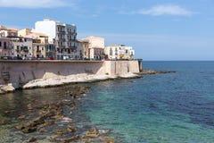 Costa da ilha de Ortigia na cidade de Siracusa, Sicília Fotos de Stock Royalty Free