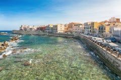 Costa da ilha de Ortigia na cidade de Siracusa, Sicília, Itália Fotografia de Stock