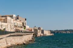 Costa da ilha de Ortigia na cidade de Siracusa, Sicília, Itália Imagens de Stock