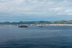 A costa da ilha do ibiza de um barco imagem de stock royalty free