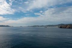 A costa da ilha do ibiza de um barco fotografia de stock royalty free