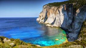 Costa da ilha, penhascos da pedra calcária, Paxi fotografia de stock