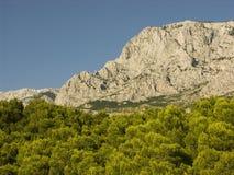 Costa da montanha do mar de adriático na costa Dalmatian na Croácia Foto de Stock Royalty Free