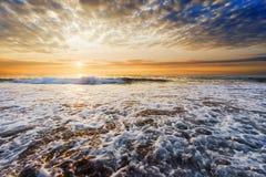 Costa da praia no por do sol Fotografia de Stock
