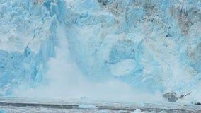 Costa de Alaska del Océano Pacífico del flujo del hielo del glaciar de Aialik almacen de metraje de vídeo
