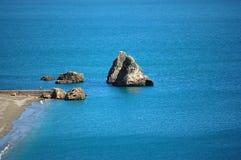 Costa de Amalfi - las rocas en la yegua del sul de Vietri varan fotografía de archivo libre de regalías