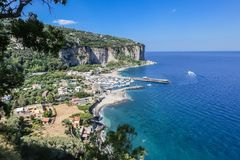 A costa de Amalfi perto de Vico Equense Italy fotografia de stock royalty free