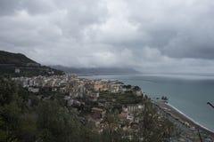 Costa de Amalfi - vea la yegua del sul de Vietri - panorama Foto de archivo libre de regalías