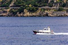 Costa de Boat Past Italian del piloto imagenes de archivo
