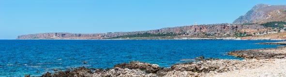 Costa de Cala di Punta Lunga, Macari, Sicília, Itália foto de stock