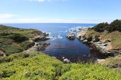 Costa costa de California cerca de Big Sur en la costa central Foto de archivo libre de regalías