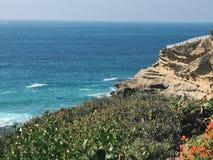Costa de California con los acantilados imagenes de archivo