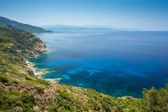 A costa de Cap Corse perto de Minerviu em Córsega Fotografia de Stock Royalty Free