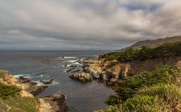 Costa costa de Carmel Calfornia por el mar foto de archivo libre de regalías