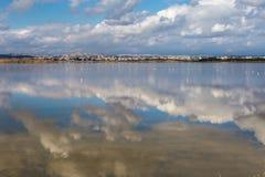 A costa de Chipre perto da cidade antiga do objeto antigo, Limassol s foto de stock