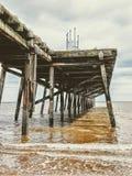Costa de Claremont Pier Lowestoft Suffolk com o Mar do Norte no fundo imagens de stock royalty free
