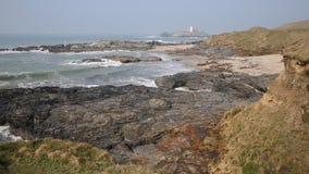 Costa de Cornualha e farol Inglaterra Reino Unido de Godrevy video estoque