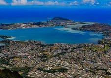 Costa costa de Honolulu de la visión aérea en Hawaii de un helicóptero imagenes de archivo