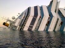 Costa de hundimiento Concordia de la nave Imagen de archivo