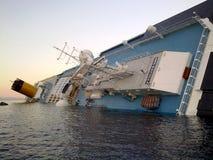Costa de hundimiento Concordia del barco de cruceros Foto de archivo libre de regalías