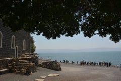 Costa de Kinneret perto da igreja da primazia de St Peter em Israel foto de stock royalty free