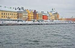 Costa de la ciudad vieja en Estocolmo en invierno Foto de archivo libre de regalías