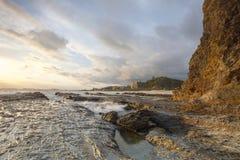 Costa de la costa de Currumbin de la roca del elefante, Queensland, Australia fotografía de archivo