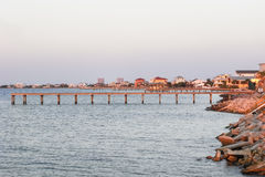Costa de la playa de Pensacola, la Florida, en el crepúsculo Imágenes de archivo libres de regalías