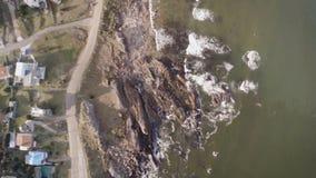 Costa de la visión aérea, Punta Colorada, Maldonado, Uruguay almacen de video