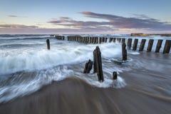 Costa de mar Báltico durante una tormenta Imagenes de archivo