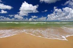 Costa de mar Báltico Ventspils, Letónia foto de stock royalty free
